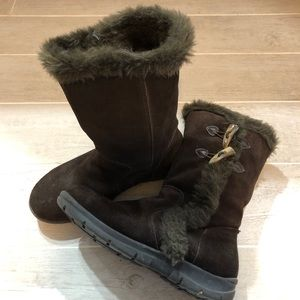 White Mountain Brown Suede Snowboots - size 9